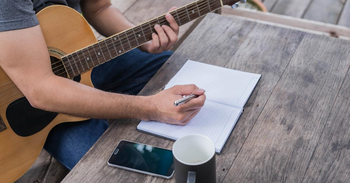 Best Apps to Write Original Lyrics for Songs
